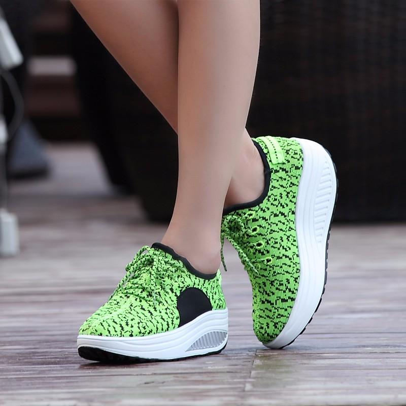 ซื้อ 2017ต่ำบนรองเท้าลำลองผู้หญิงด้านคุณภาพแฟชั่นผู้หญิงรองเท้าK Anye West 350บู๊ทส์Yeezyไมโครไฟเบอร์Zapatillas Deportivas Mujer
