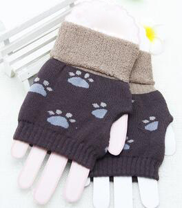 The gloves with half finger design are fashion which is also very lovely with cute pattern that winter gloves are worth having(China (Mainland))