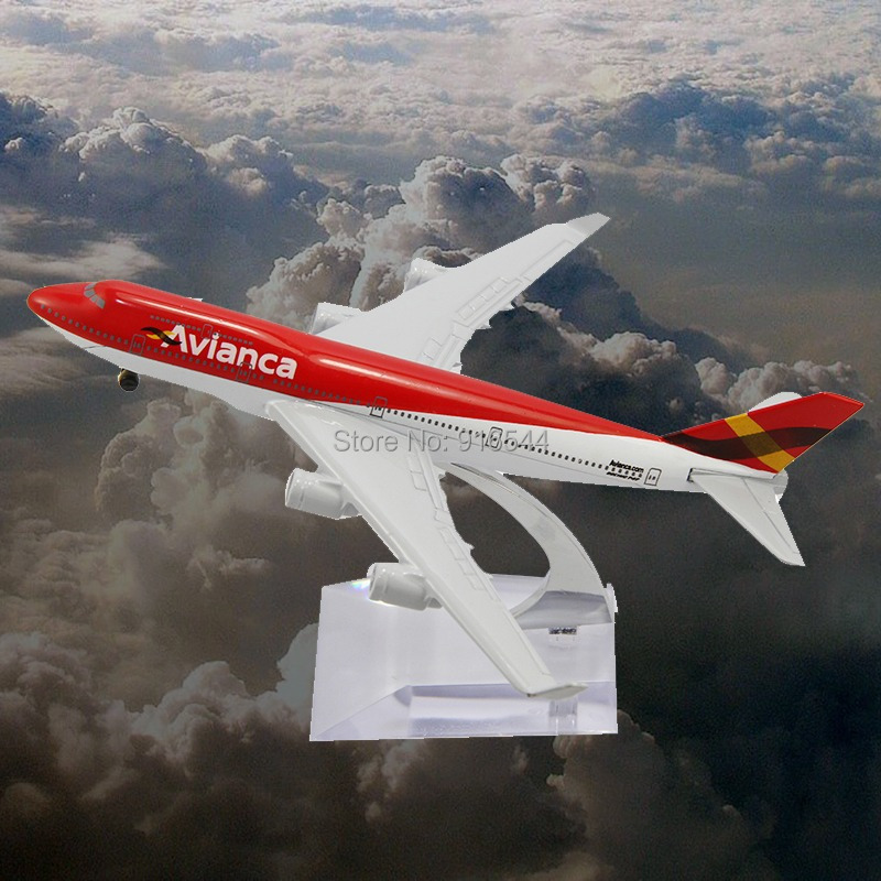 Brinquedos Meninos Toy Cars Juguetes 16cm Metal B747 Avianca Airline Die Cast Boeing Commercial Plane Model Length For Chirstmas(China (Mainland))