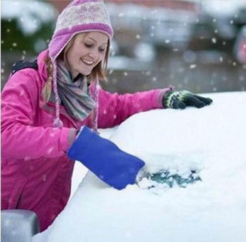 Зимняя лопата для снега снег модели с рукой в перчатке обледенение снега выскабливание снег льда