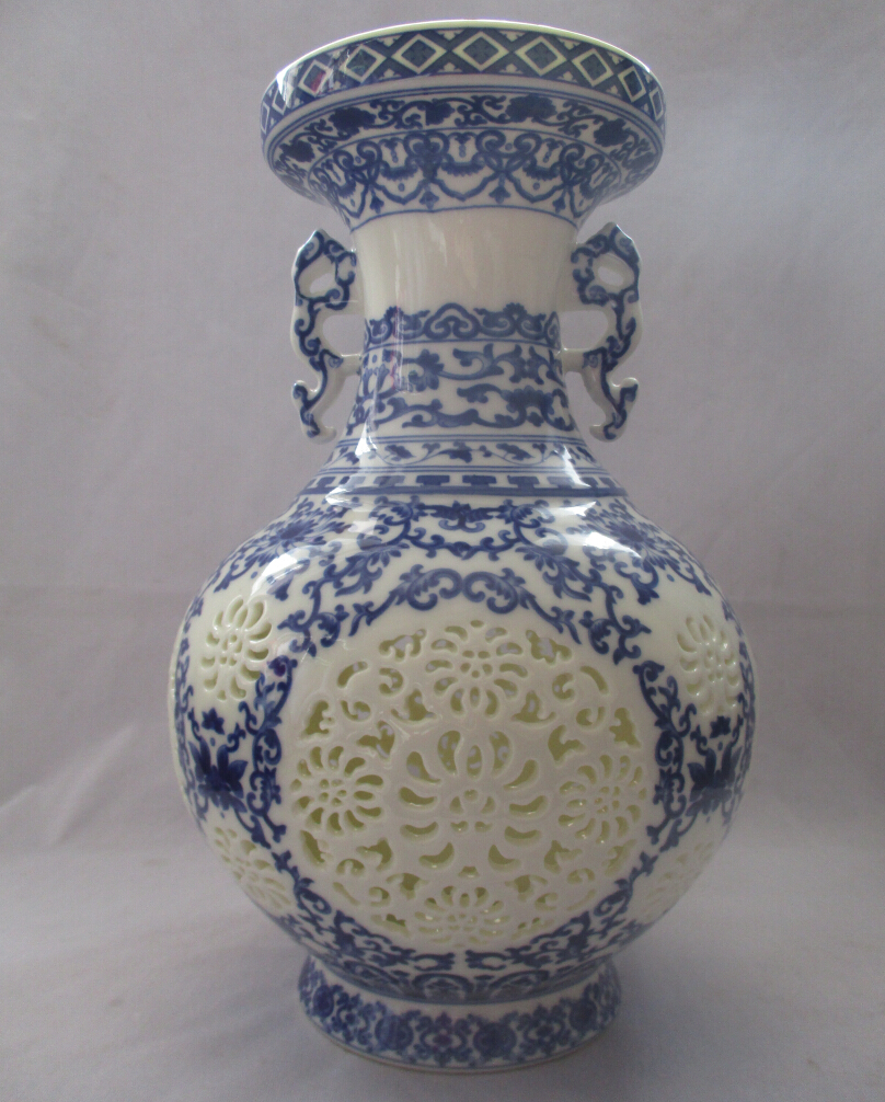 Collect H:11 inch Chinese Blue and White Porcelain Two ears vase /Classic Jingdezhen Ceramic tabletop Vase V00013(China (Mainland))