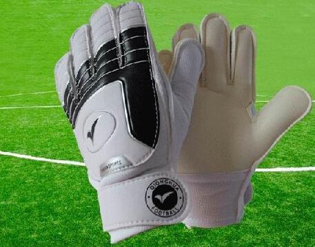 kids goalkeeper gloves Various Size 3 4 5 6 7 Soccer goalkeeper gloves for kids Football latex goalie gloves Children(China (Mainland))