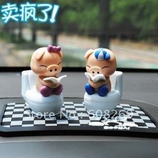 freeshipping! Wholesale Solar Mini toilet pig / solar doll / couple Doll / car accessories