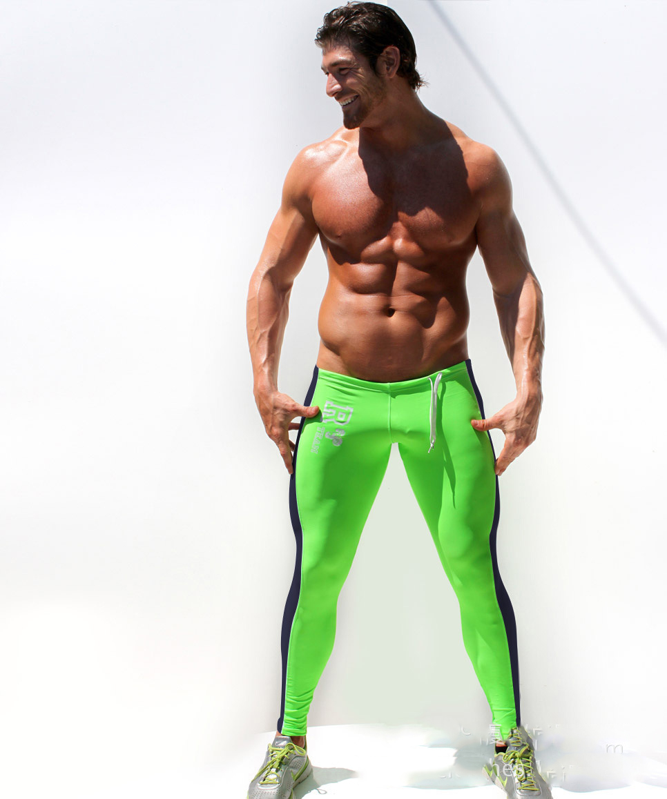 At first, tights were seen on men only in the gym and for workouts, but they have now have found a home in typical street wear styles. It actually looks good and when done right, and can make a man look stylish with a casual, creative flair.
