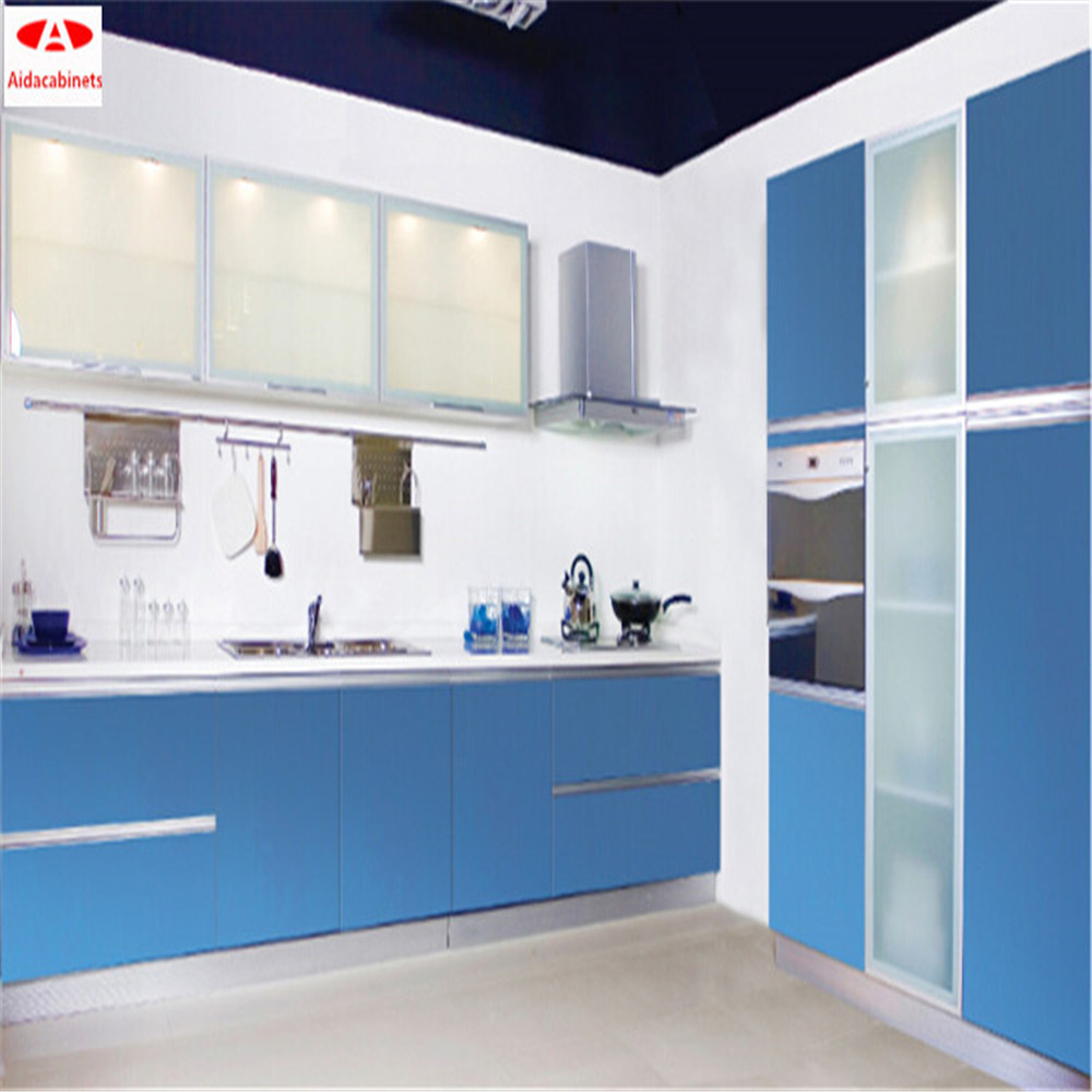 Cuisine moderne bleu for Amenagement cuisine petite surface
