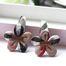 Happy 2 pcs/lot High Qulity Cloth Floral Headwear British Plaid Hair Clips Boutique Barrettes Gift for Lovely Girls