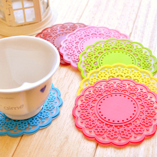 Translucent hollow lace coasters coaster creative home cooking tools sweet retro insulation pad silicone pad placemat L4C005(China (Mainland))