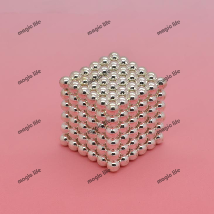 Hot sale size: D4mm 216pcs each set with metal box Buckyballs Neocube Magnetic Balls neodymium color: silver(China (Mainland))