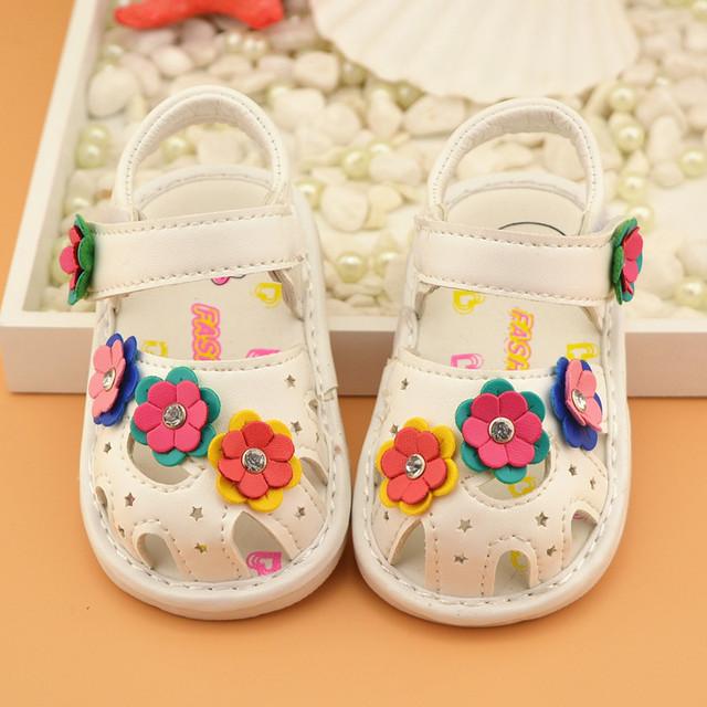 2016 Summer новые детские сандалии мягкое дно обувь 0 - 2 лет новорожденных девочек обувь белые розовый темно-розовые мода цветы 11 см - 13 см
