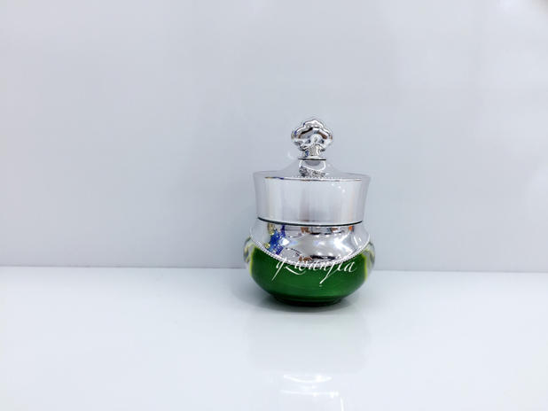 wholesale 100pcs plastic 5g green upscale Crowne mini Cream bottle with silver cap , buy Acrylic cosmetic 5g jar for sale<br><br>Aliexpress