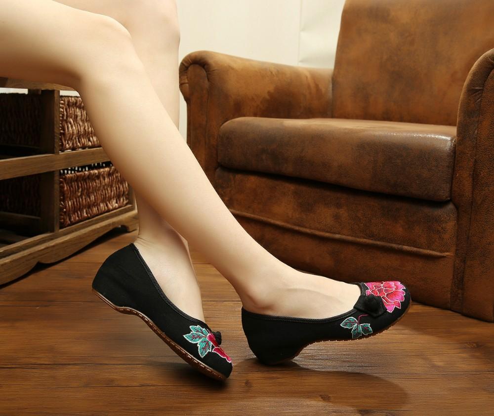 Китайский стиль мода женская обувь старый мокасины квартиры с Slip on вышивка свободного покроя ткани обувь женщина размер 35 - 41 красный + черный
