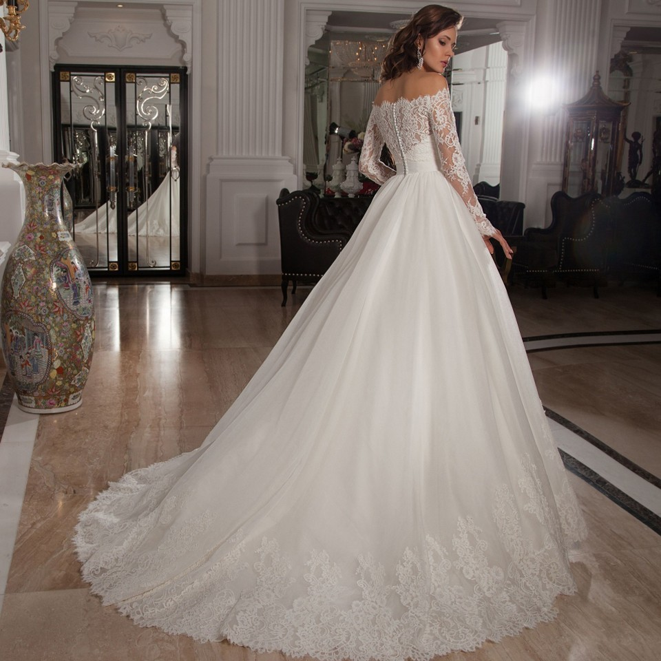 Turmec » lace wedding dress with sleeves and long train