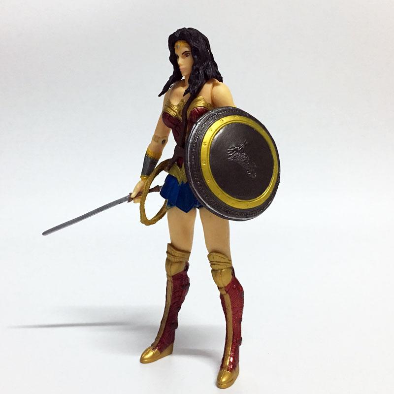 Anime Figure Superheroes Wonder Woman the flash batman Green Lantern Aquaman PVC Figure Collectible Model Toy 17cm(China (Mainland))