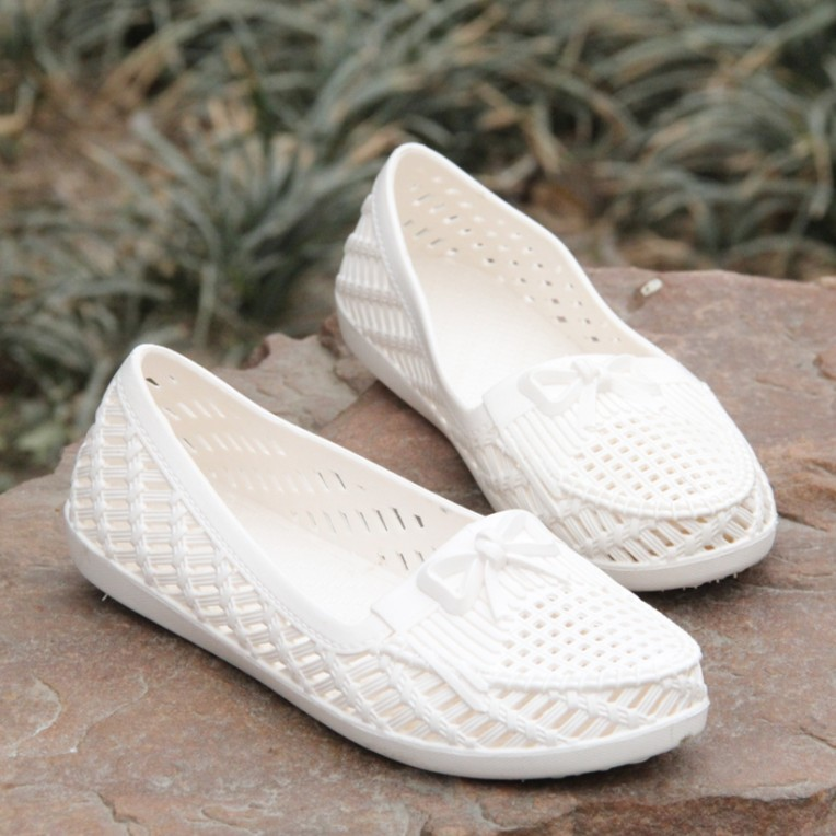Size 36-41 new 2015 plastic hollow soft beach shoes Flat sandals white nurse Hole hole summer - Designer house store
