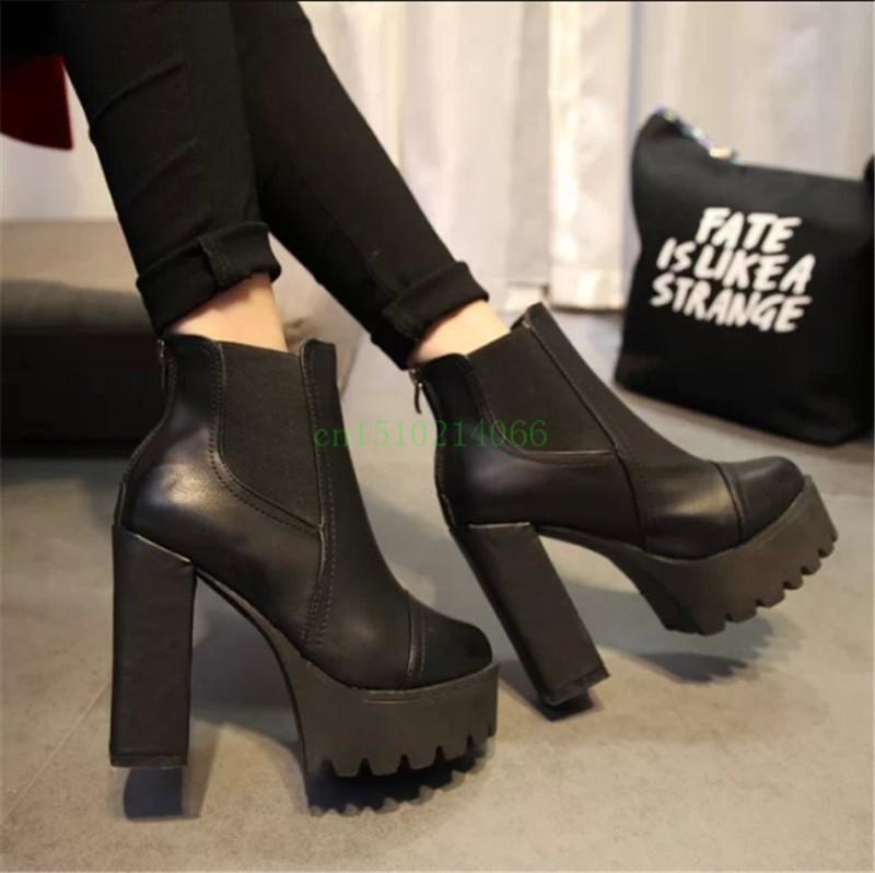 Ботильоны черные на высоком каблуке и острым носком. фото