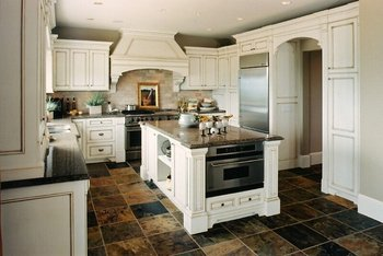 classic white solid wood kitchen cabinet in excellent finished