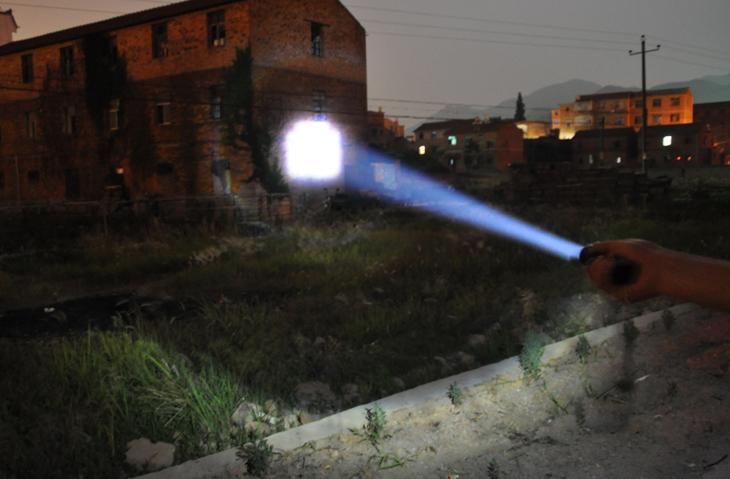 2015 Hot brand LED Flashlight 3 filesflash light strong lumens lamp cree zoomable lanterna tactical torch portable led lantern(China (Mainland))