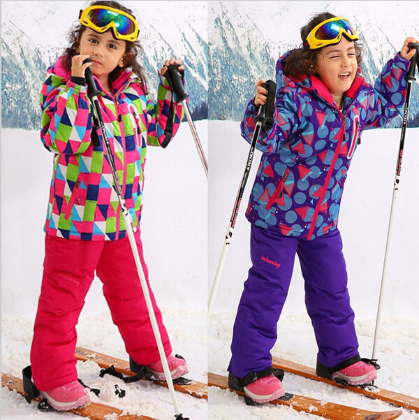 Trespass Wiper Kids Ski Suit RRP £ The Trespass Wiper is a durable padded one piece ski suit, available in colours suitable for both boys and girls. Wiper is windproof and water resistant and has taped seams. The use of Coldheat insulation technolog.