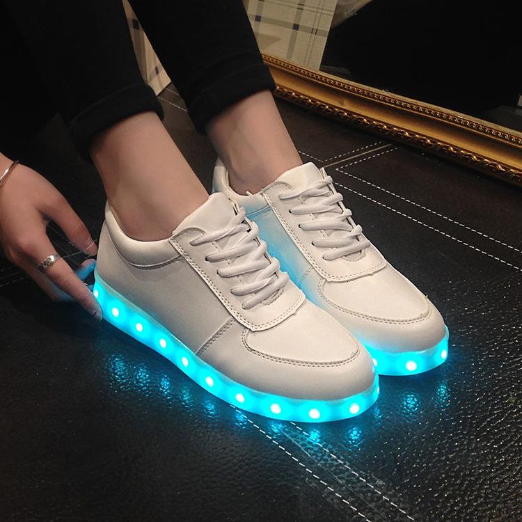 nike light shoes