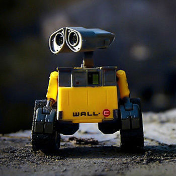 Free shipping Wall.E Transforming Figure toys WALL-E SIZE:6cm for friends gift