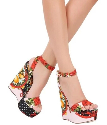 Branded ultra-high-end European and American women waterproof sandals slope with sweet floral shoes DG shoes in Rome(China (Mainland))