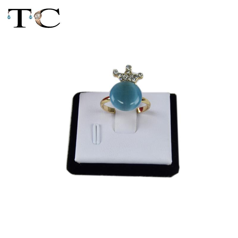 1 x Fashion Jewelry Display Stand Decoration Mini White PU Ring Holder Case with Magnet free shipping(China (Mainland))