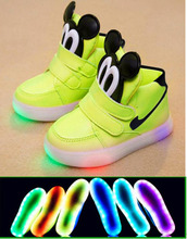 2015 New European Cool Fashion Lighted up LED kids sneakers Elegant Lovely baby boys girls shoes cool children boots(China (Mainland))