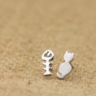 Personalized Asymmetrical Silver Cat Fish Bone Stud Earrings for Women,Cool Cat Stud Earring,Unique Fish Bone Earring Jewelry(China (Mainland))