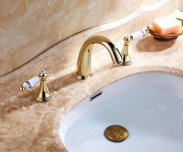 Купить Роскошный Золотой Двойной Ручки Бассейна Кран На Бортике Широкое Ванной Смеситель с Горячей и Холодной Воды