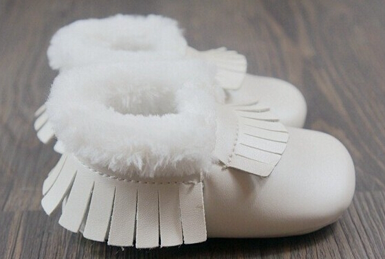 Здесь можно купить  wholesale 50pairs /lot hard rubber sole fringe bow baby moccasins with fur  First Walkers  warm winter baby snow boots boy girls  Детские товары