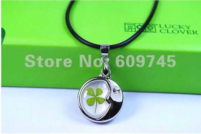 free shipping new fashion women and men four leaf clover amber moon pendants necklace lucky gifts jewelry wholesaler dropship(China (Mainland))