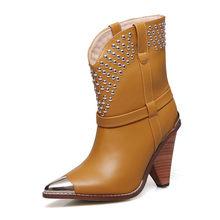 Şık Inek Deri yarım çizmeler Kadınlar Metal Sivri Burun Perçin Püskül Garip Yüksek Topuk Çizmeler Kadın Moda Martin Çizmeler(China)