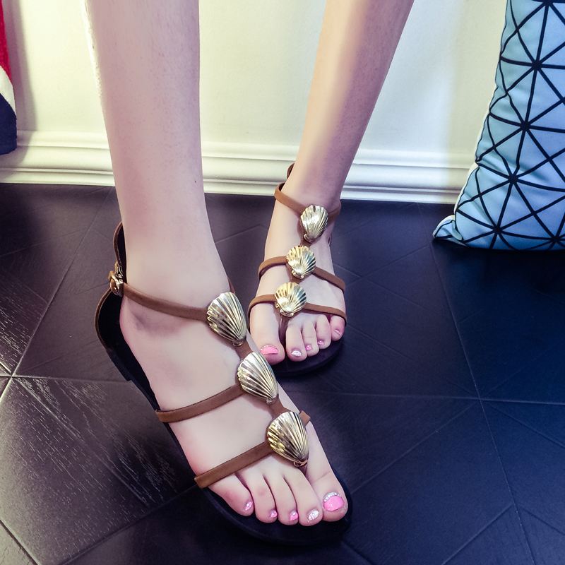 The 2015 summer fashion shoes and beach flip flops and a hollow shell fine personality of Rome shoes(China (Mainland))