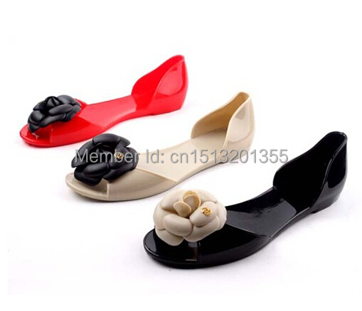 Free shipping 2014 summer bohemia camellia sandals flat heel open toe shoe female sandals jelly shoes beige, black, red 35-39(China (Mainland))