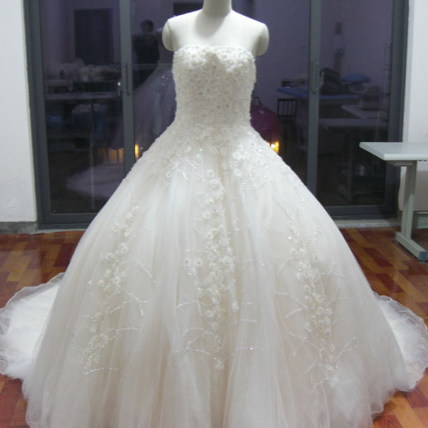 luxurious scarovski crystal real sample wedding dress elie