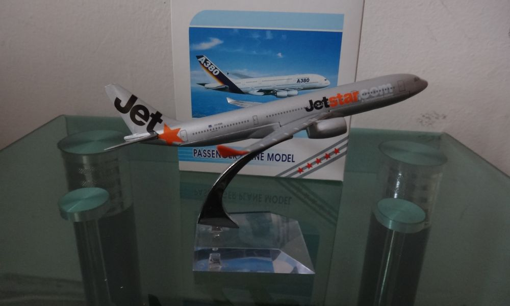 1:400 16cm Metal Airplane Plane Model Australia A330 Jetstar Airlines Aircraft Model Diecasts Toy Vehicles gifts Free Shipping(China (Mainland))