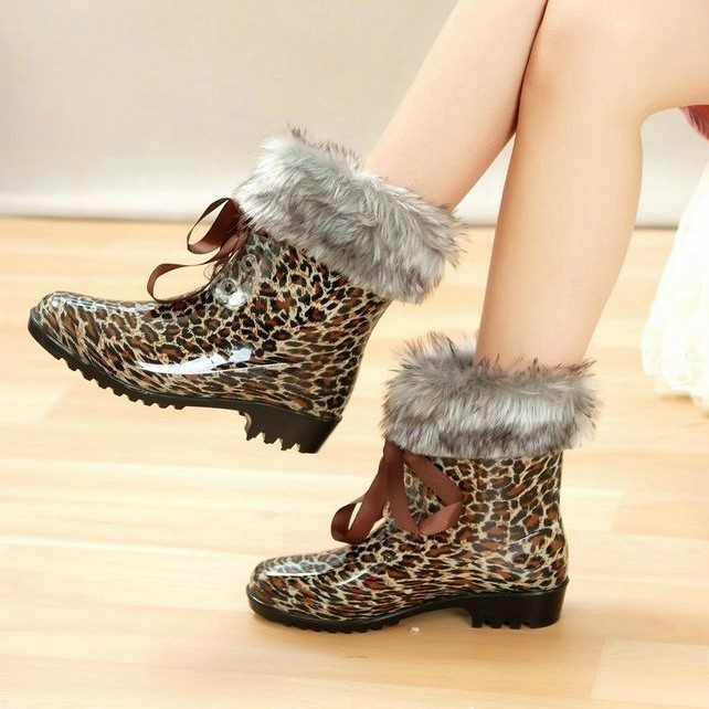 2013Fashion Short Rain Boots For Women Low Heel,Several Color with two choice detachable socks,EU36-40#(China (Mainland))