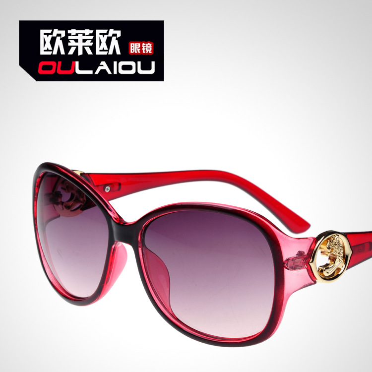 The new sunglasses ladies fashion in Europe and America big box hollow-out the sun glasses sunglasses(China (Mainland))