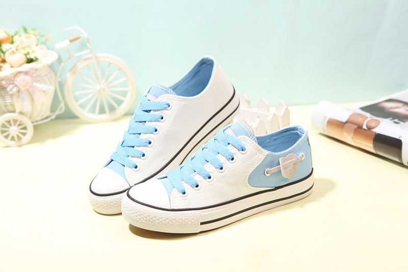 Spring and summer canvas shoes female Korean Ladies all match sweet low flat lace heart shaped