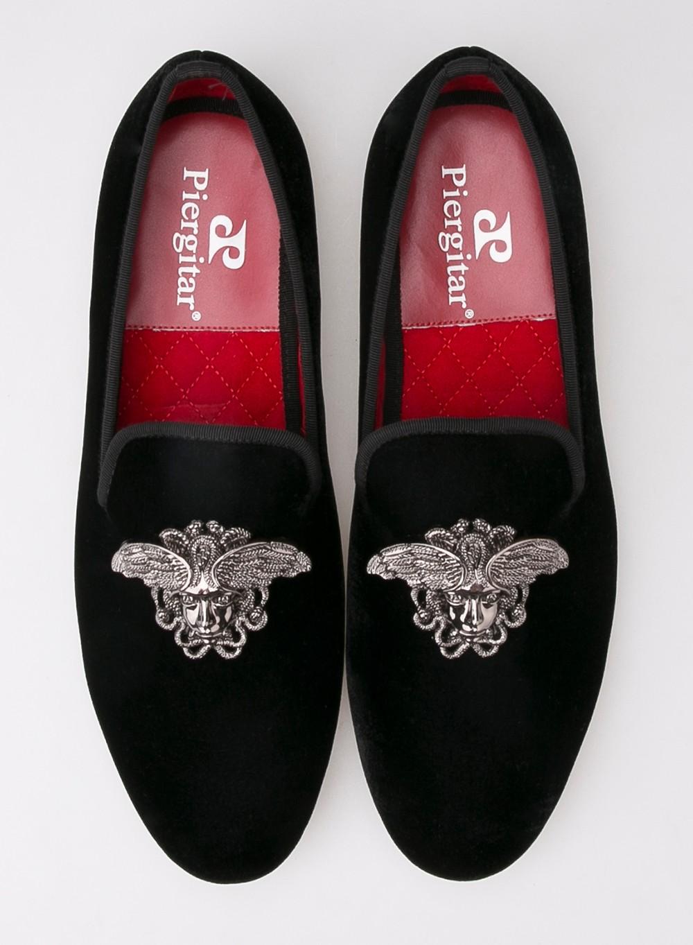 Мода мужчины мокасины с серебряной лицо пряжки ручной работы высокого класса ну вечеринку и свадебные бархатные туфли мужчины платье обуви мужские квартиры