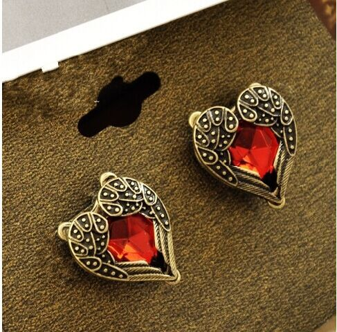 ES309 Hot Sale New Design 2015 Fashion Happy Sparkling Ruby Red Angel Heart Stud Earrings Wedding Jewelry Accessories(China (Mainland))