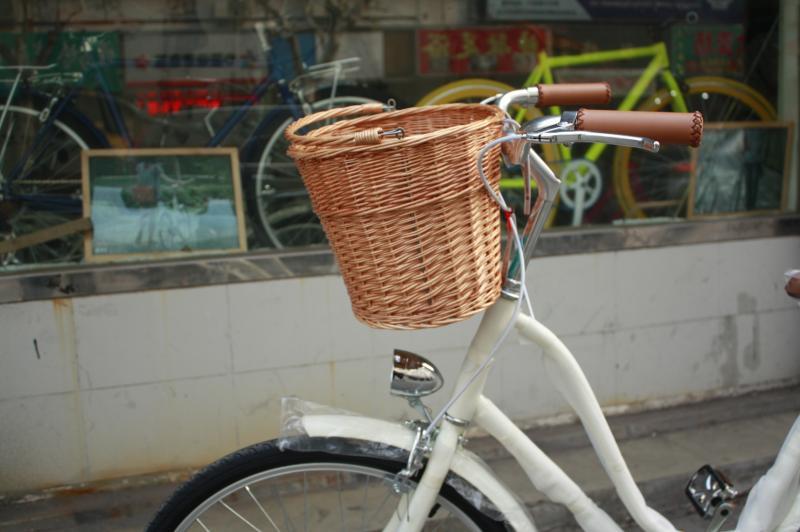 Плетеная корзинка для велосипеда на руль