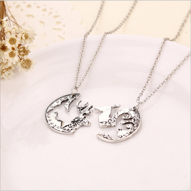 The New Alloy Jewelry Necklace Retro Trend Necklace Milu deer Couple Half a person Necklace Manufactures Chrismas Gift(China (Mainland))