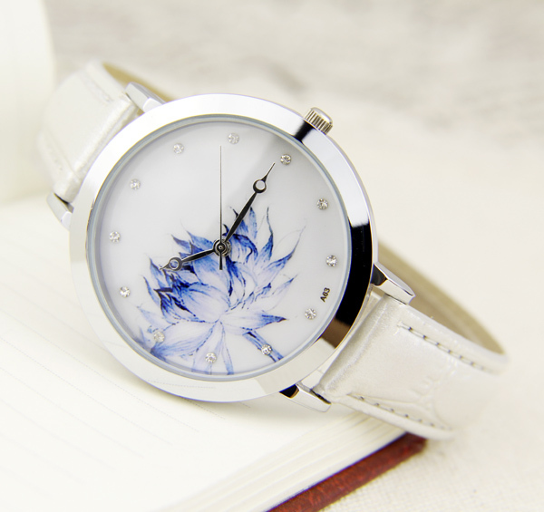 Fiana Chinese wind present graceful and restrained the blue and white porcelain lotus pure lotus gentle euphemism women's watch(China (Mainland))