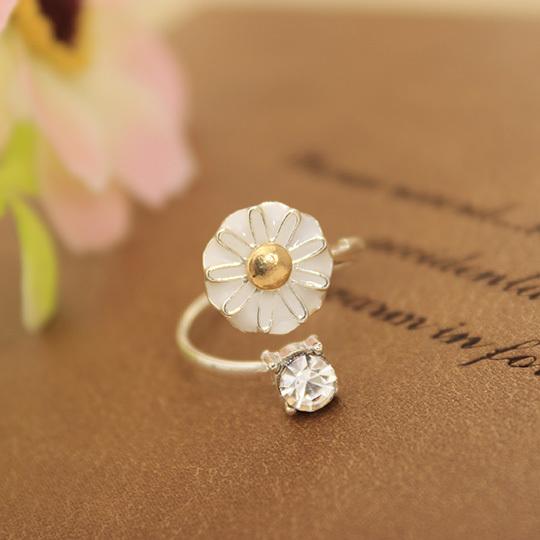 Cheap Korean Crystal Jewelry Fashion Yellow Daisy Flower Fresh Girl Midi Rings for Women(China (Mainland))