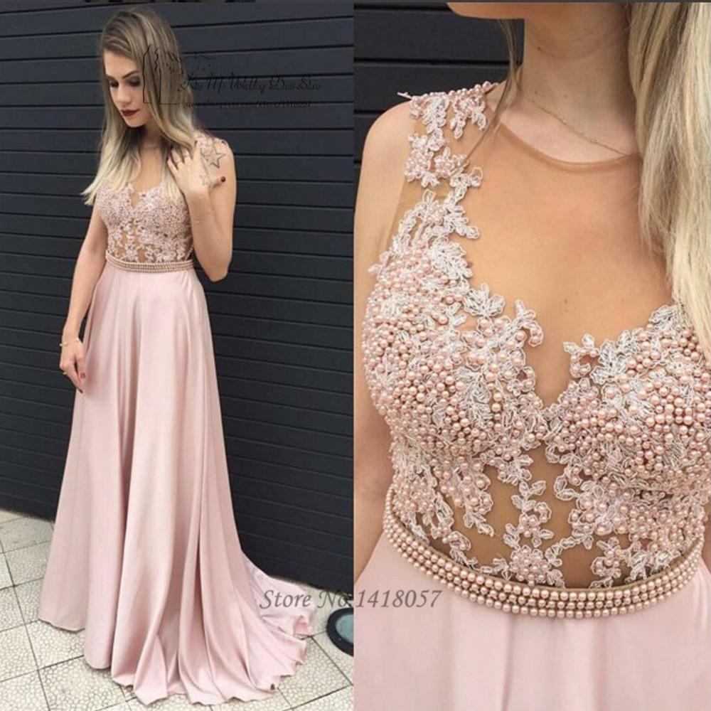 Жемчуг на платье из кружева