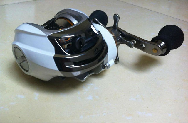 9+1BB left handle white color baitcasting fishing reel DM120LA magnetic brake system