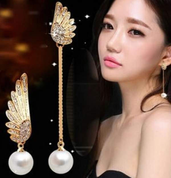 Fashion Vintage Angel Wings Asymmetry Pearl Stud Earrings for Women Gold Rhinstone Crystal Earring Bijoux Free Ship(China (Mainland))