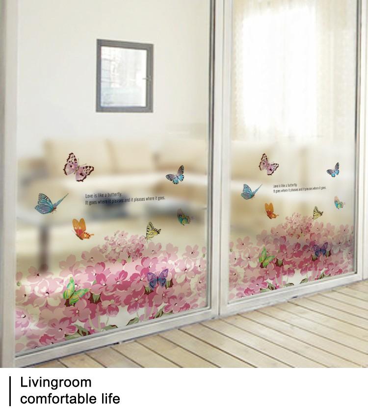 Цветами на стеклянной двери