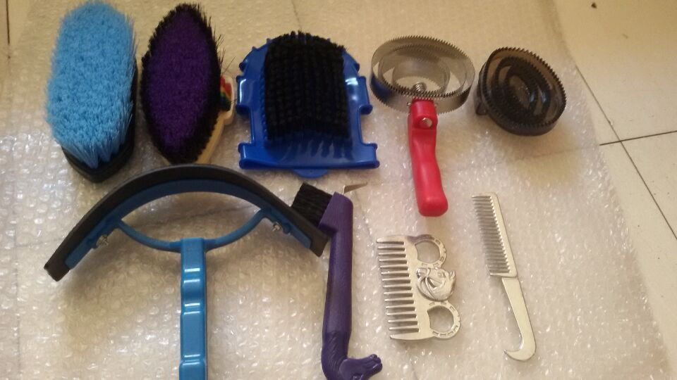 2015 New equestrian clean suits horse comb brush aluminum khan itching scraper horseshoe massage brush nine pieces free shipping(China (Mainland))